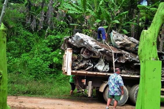 Table-Unio se débarrasse de ses carcasses de voiture