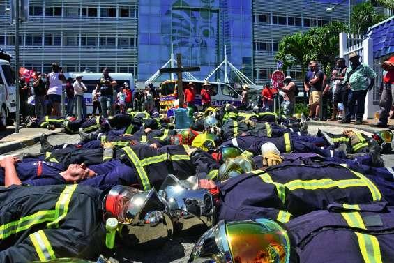 Le conflit des pompiers s'enlise, le gouvernement refuse toute négociation