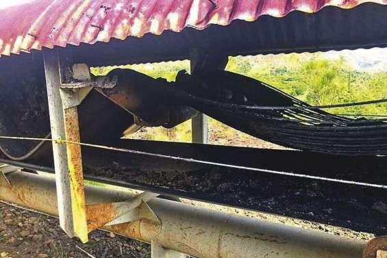 Treizième incendie de la serpentine de la SLN à Kouaoua