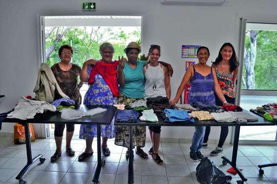 Une matinée de tri de vêtements au CCAS
