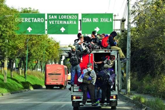 5 000 migrants de la caravane reprennent la route