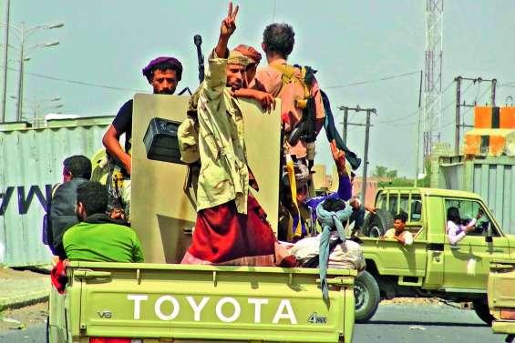 Violents combats de rue à Hodeida, les loyalistes avancent