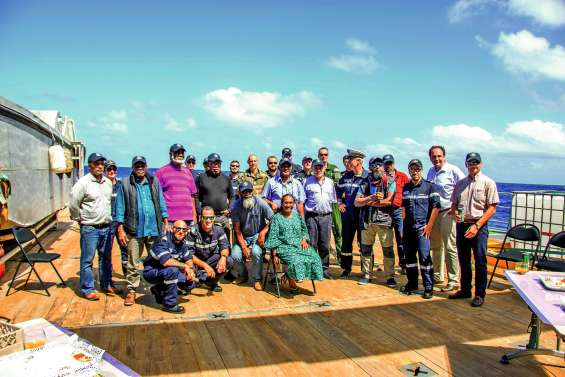 Les coutumiers des Iles se sont rendus sur le récif Durand auprès du Kea Trader