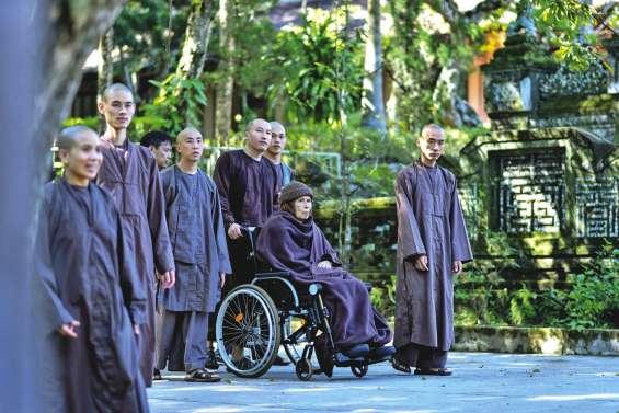 Thich Nhat Hanh, de retour mais sous surveillance