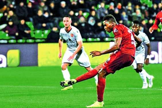 Metz bat Ajaccio et creuse l'écart en tête de la Ligue 2