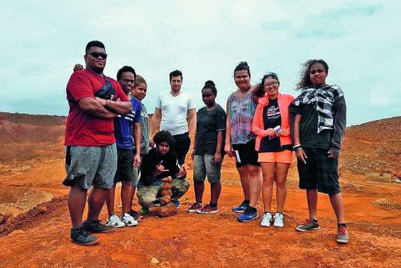 Des Fidjiens accueillis au collège de Canala