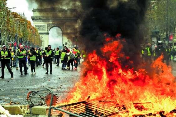 Les Champs-Elysées ouverts aux « gilets jaunes »
