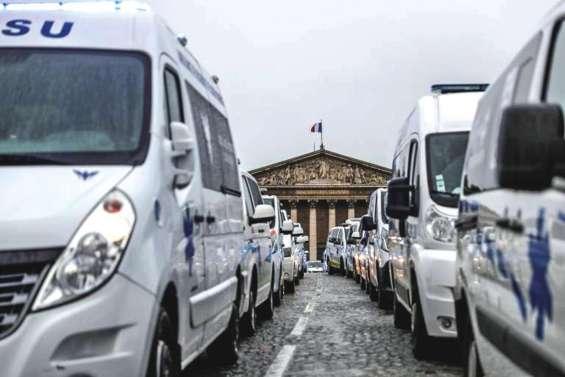 Des ambulanciers à la Concorde pour défendre leur métier