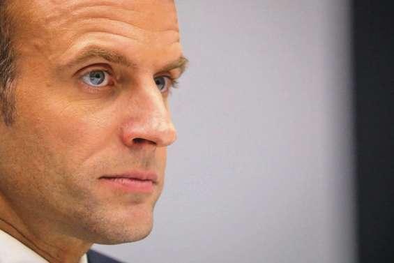 Gilets jaunes : l'exécutif recule, Macron hué lors d'une visite surprise