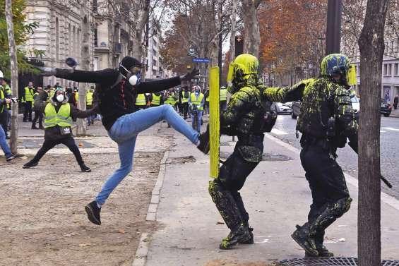 « Gilets jaunes » : un samedi à hauts risques, Macron s'exprimera plus tard