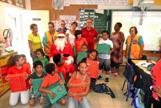 Le père Noël du Lions visite les Clis