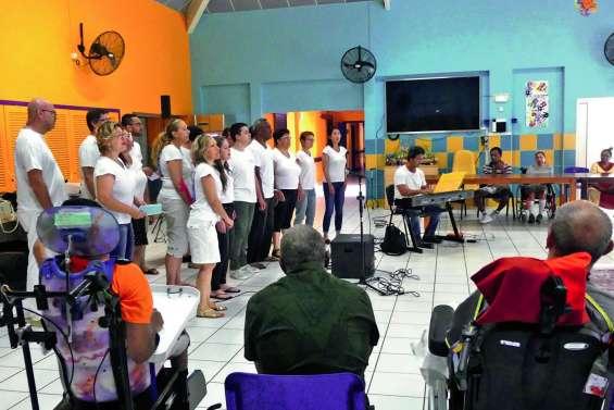 Chorale, théâtre et voyage à Ouvéa  pour les résidents du foyer Reznik