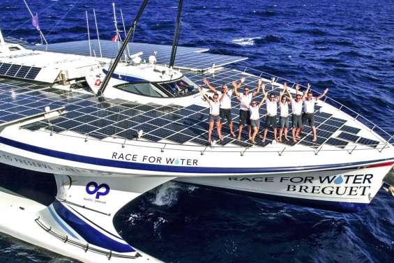 Le catamaran qui navigue au secours des océans arrive bientôt