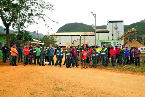 La CSTNC et l'USTKE en grève à Népoui