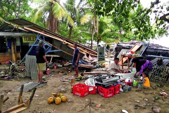 L'éruption de l'Anak Krakatoa provoque un tsunami meurtrier
