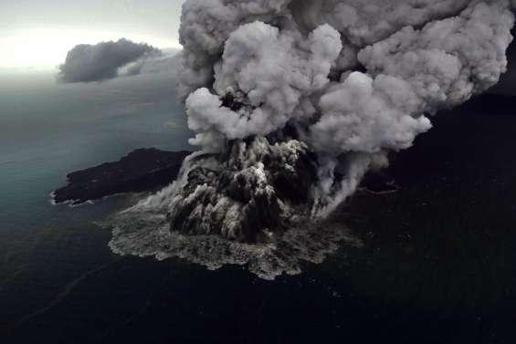 Le bilan du tsunami s'alourdit :au moins 373 morts