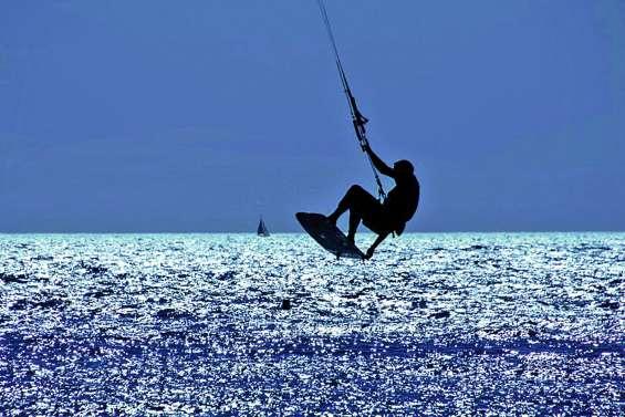 Marseille : un kitesurfeur perd la vie, emporté par une rafale