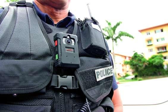 Les policiers bientôt équipés de caméras piétons pour filmer leurs interventions