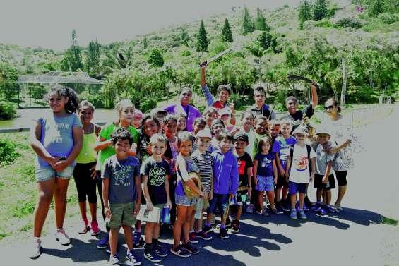 Les enfants du centre de vacances  de Pasport en visite au parc forestier