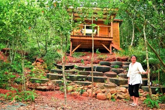 La cabane où résonne le chant des notous et qui fleure bon les plats de Christine