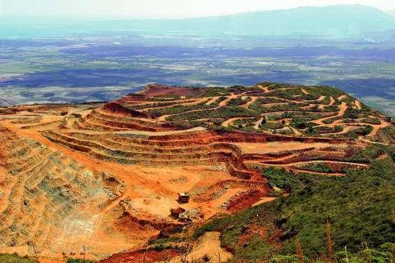 Après Thio et Tiébaghi, la grève dans les centres miniers SLN s'étend à Népoui