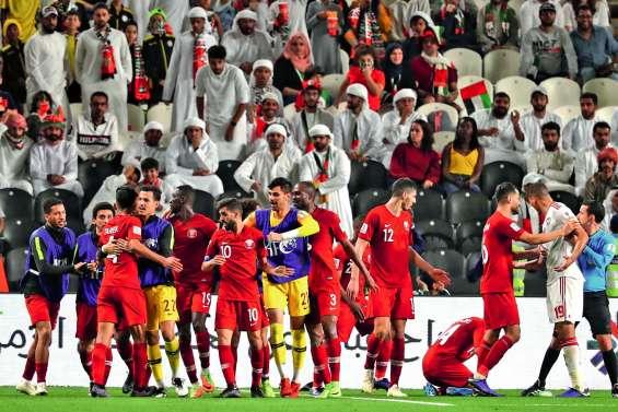 Coupe d'Asie : le Qatar se qualifie sous une pluie de chaussures