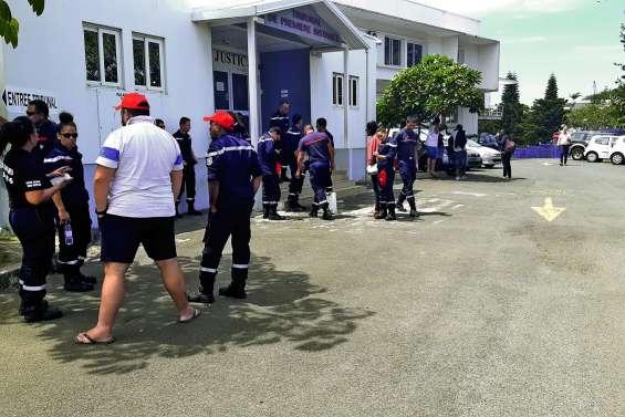 Pompiers caillassés à Dumbéa : six hommes écopent d'un an