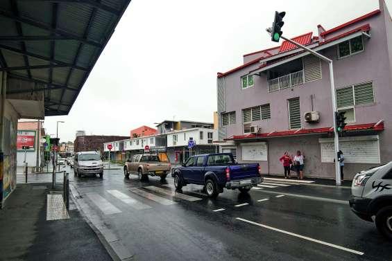 Les feux rouges du Néobus réorganisent la circulation à la Vallée-du-Tir
