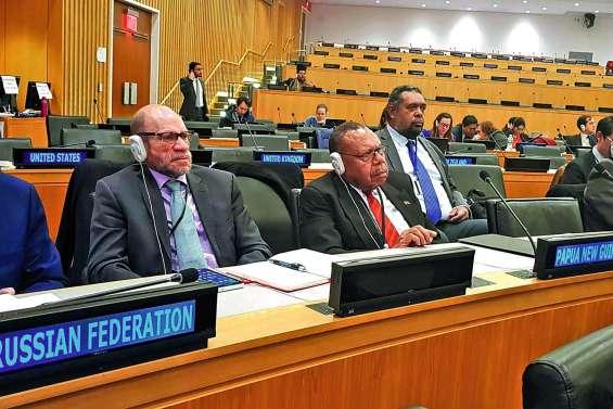 Le FLNKS à l'ONU, le référendum dans les discussions