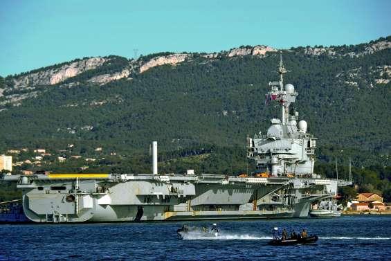 Le porte-avions Charles de Gaulle repart en mission