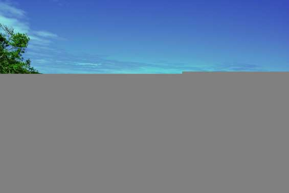 La baignade est interdite  sur la plage de Poé