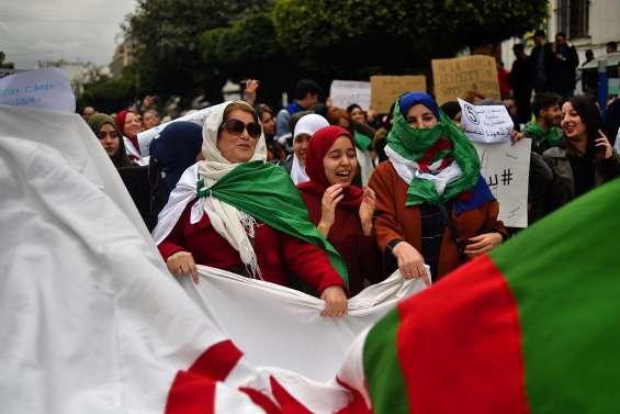 Manifestations : les drapeaux, aubaine des vendeurs à la sauvette