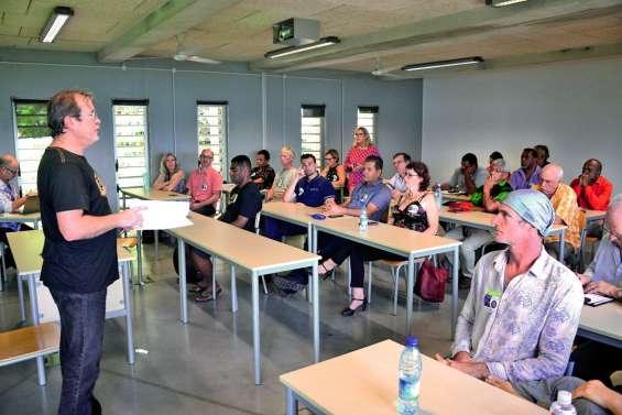 Plus de 300 personnes à la rencontre citoyenne de Calédonie ensemble à l'UNC