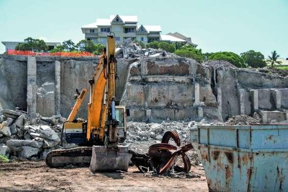 À Magenta, la démolition de l'ancienne faculté va bon train