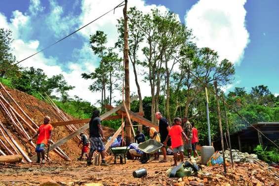 La construction de la case de Bouirou est lancée