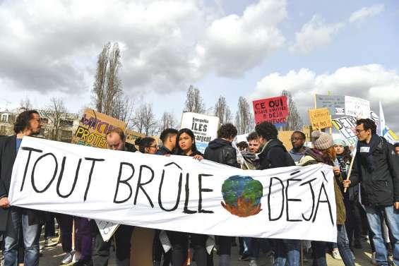 La jeunesse mondiale dans la rue aujourd'hui pour le climat