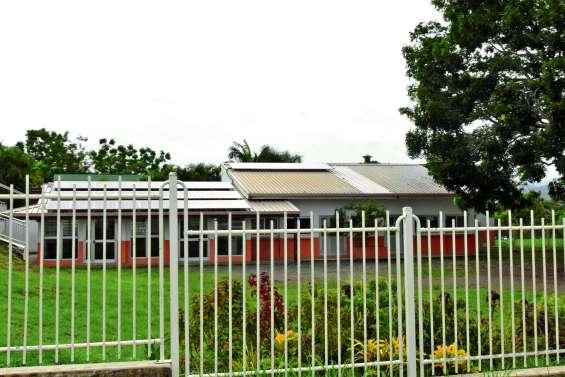 Des panneaux photovoltaïques pour la cantine de Léonie-Avril