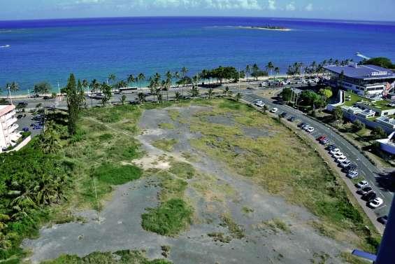 La plus haute tour du pays se profile à l'Anse-Vata