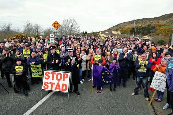 Mobilisation anti-Brexit à la frontière entre Dublin et Belfast