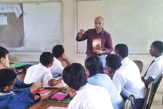 Le dessinateur Sosthène Desanges à Fidji