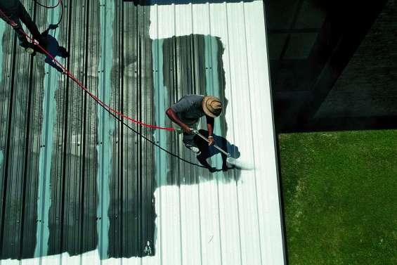 De faux réparateurs de toiture en fuite après des arnaques à plusieurs millions