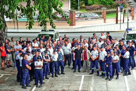 Les policiers manifestent leur soutien à leurs collègues métropolitains