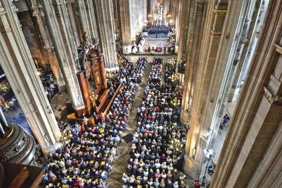 Pâques : les catholiques croient en un « renouveau »