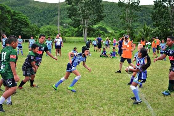 Les jeunes rugbymen réunis au village