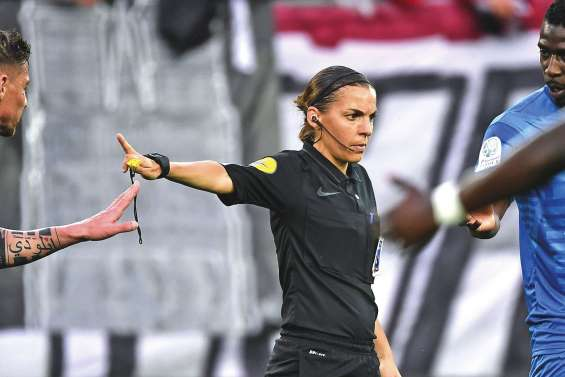 Une femme arbitre en Ligue 1