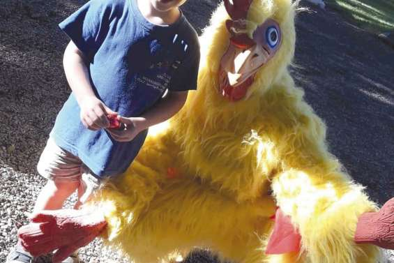 Une chasse aux œufs de Pâques dans les écoles maternelle et primaire