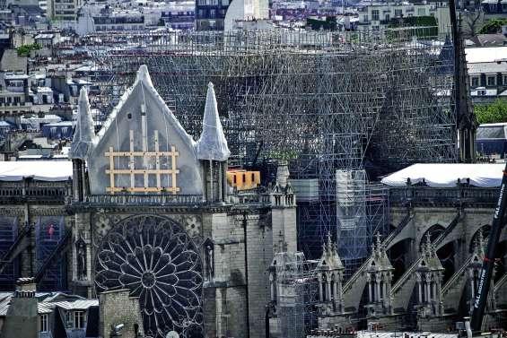 Résidus de plomb : les riverains de Notre-Dame invités à faire le ménage
