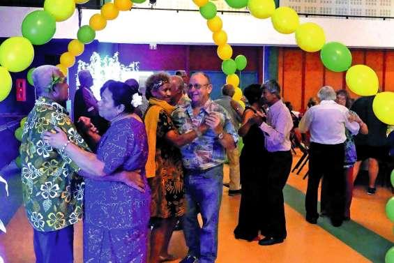 Plus de 250 seniors au thé dansant du Dock socioculturel