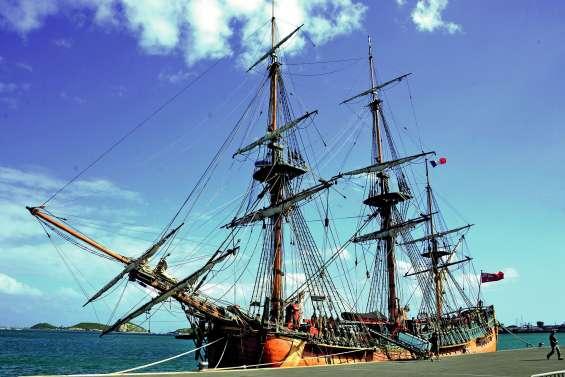 La réplique de l'Endeavour, bateau d'exploration de James Cook, est à Nouméa