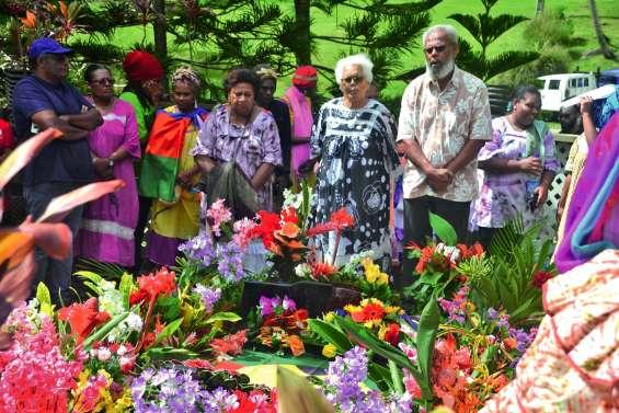Hommage à Tjibaou, le leader politique,  et à Jean-Marie, l'homme de Tiendanite